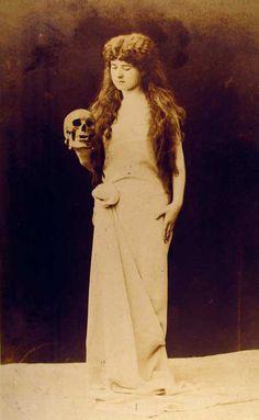 Woman Holding Skull 1908